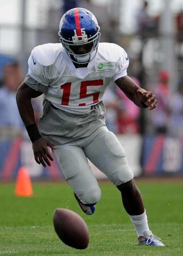 Giants wide receiver Kevin Hardy chases down a