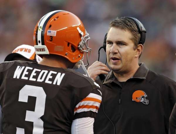 Cleveland Browns head coach Rob Chudzinski, right, talks