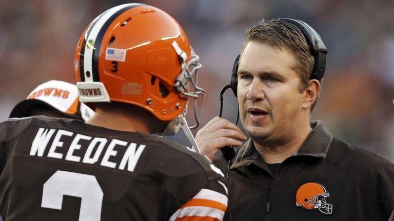 Cleveland Browns head coach Rob Chudzinski, right, talks