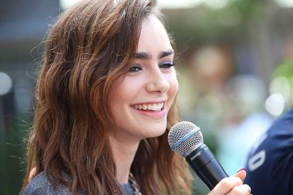 Lily Collins Kids Lily Collins Attends The