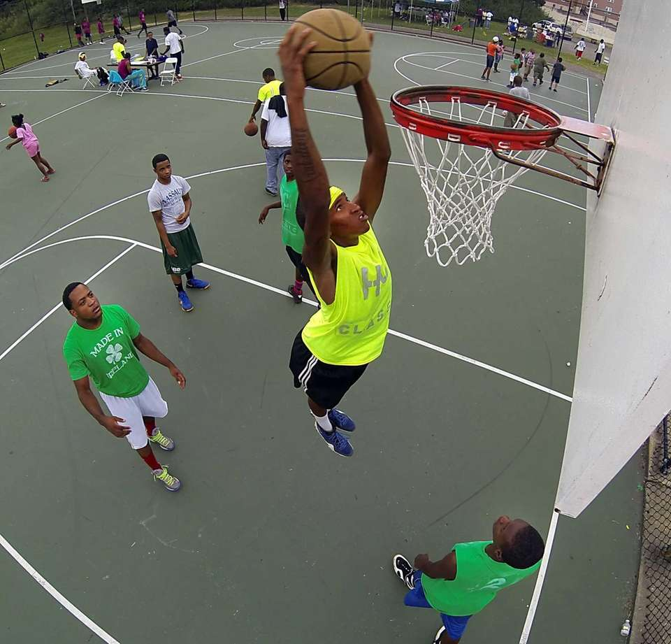 A basketball tournament with 60 participants was the
