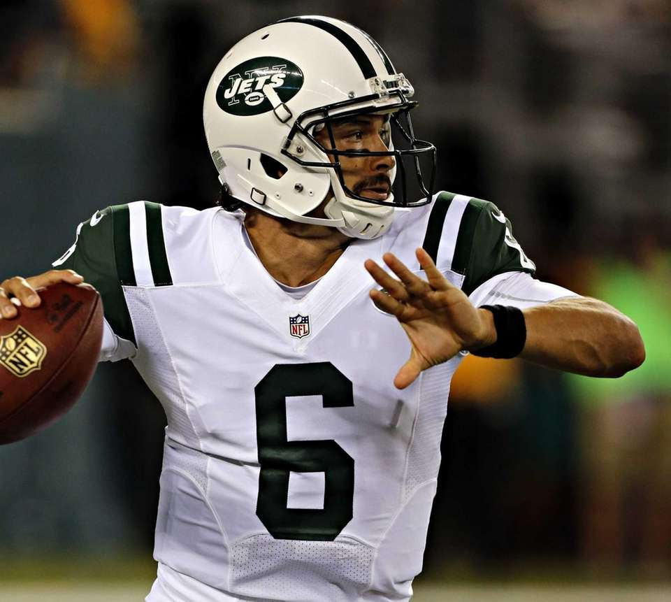 Jets quarterback Mark Sanchez sets to throw in