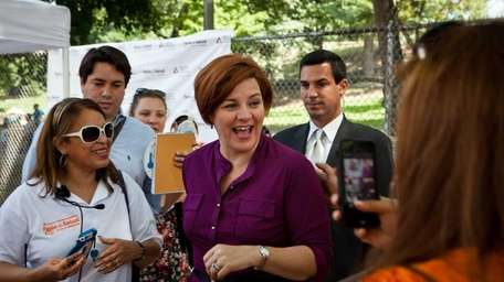 New York mayoral candidate Christine Quinn gives comments