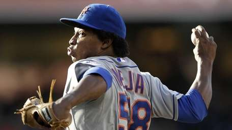 Mets starting pitcher Jenrry Mejia throws against the