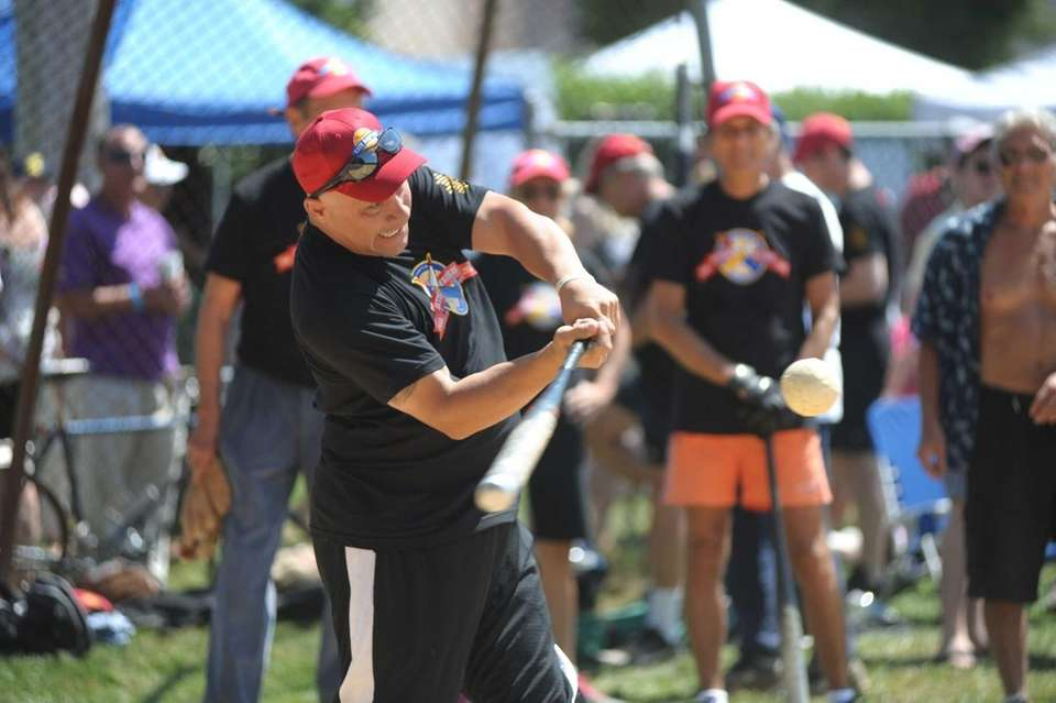 Former Yankees payer Jim Leyritz taking a swing