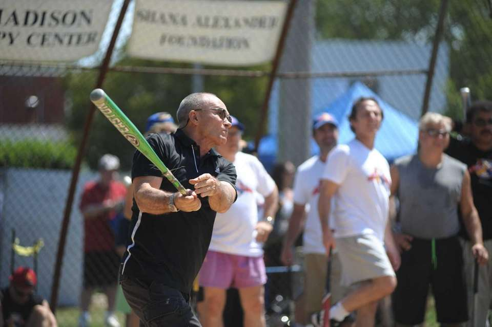 NYPD Commissioner Raymond Kelly practicing during the Artists