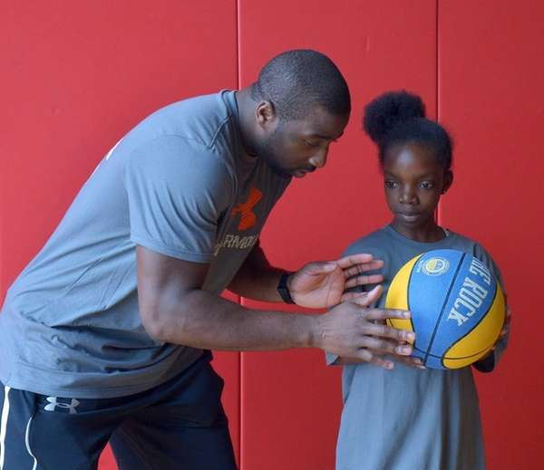 Knicks star Raymond Felton leads a free basketball