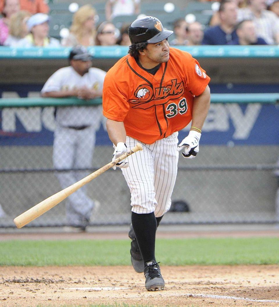 Ducks' Willis Otanez hits a sacrifice fly in