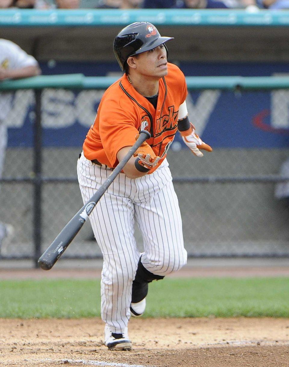 Ducks' Ray Navarrete hits a sacrifice fly in