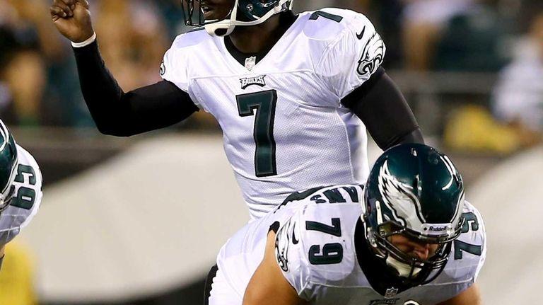 Philadelphia Eagles quarterback Michael Vick calls out the