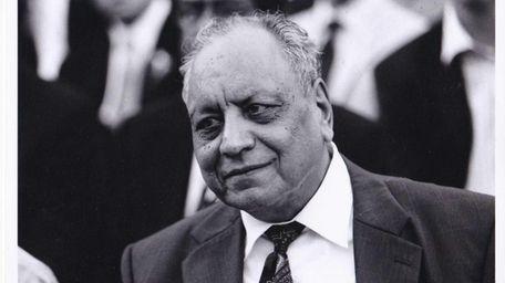 Amrit L. Kapoor, professor of medicinal chemistry who