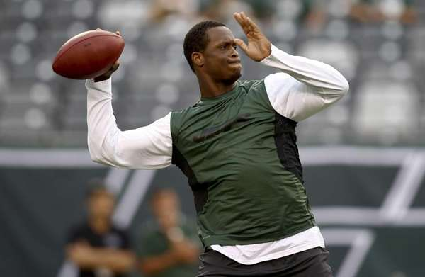 Geno Smith #7 of the Jets warms up