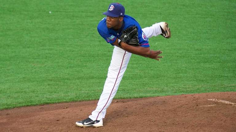 Cyclones pitcher Akeel Morris pitches against the Staten