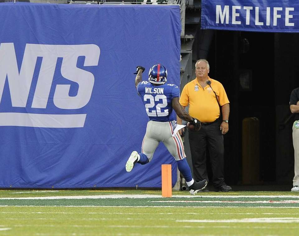 Giants running back David Wilson #22 scores a