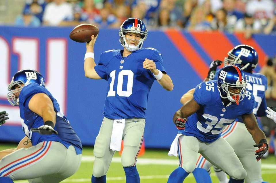 Giants quarterback Eli Manning (10) during the first