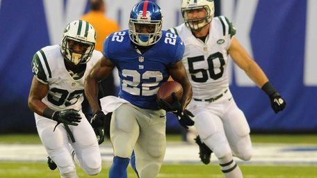 Giants running back David Wilson (22) runs for