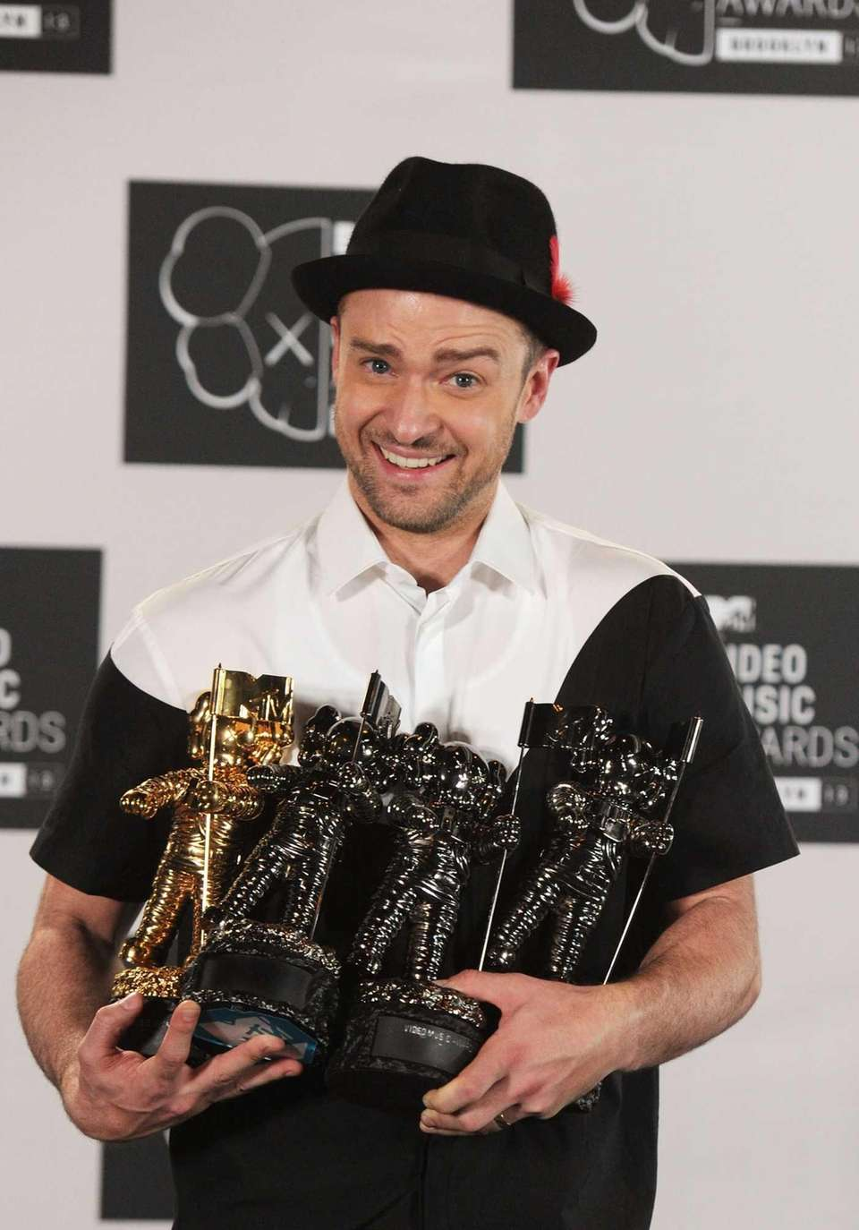 Justin Timberlake juggles awards aplenty--for video of the
