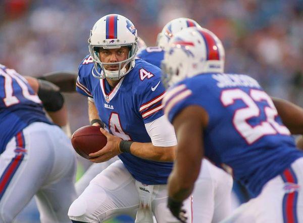 Kevin Kolb of the Buffalo Bills readies to