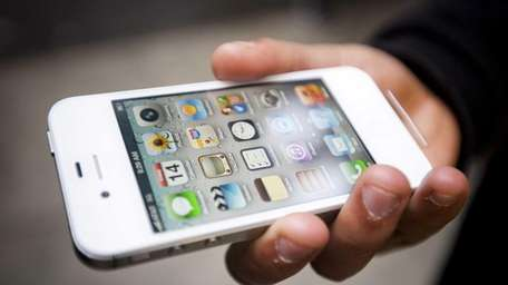 Using a smartphone strains the eyes in much
