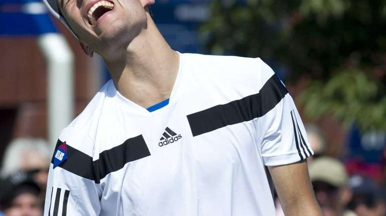 Jerzy Janowicz reacts to a point against Maximo