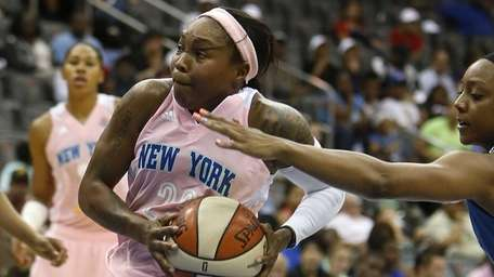Cappie Pondexter (23) drives against the Minnesota Lynx's