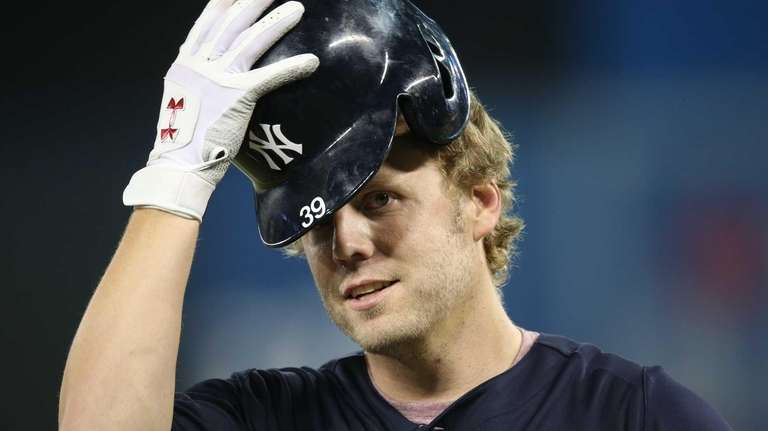 Mark Reynolds of the Yankees warms up before