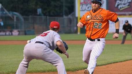 Ducks' Lew Ford gets back to first safely