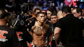Anthony Pettis checks before fighting with Donald Cerrone
