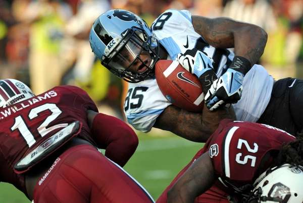 North Carolina tight end Eric Ebron is tackled