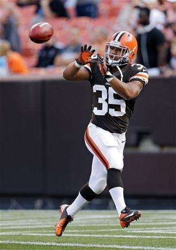 Cleveland Browns running back Miguel Maysonet catches a