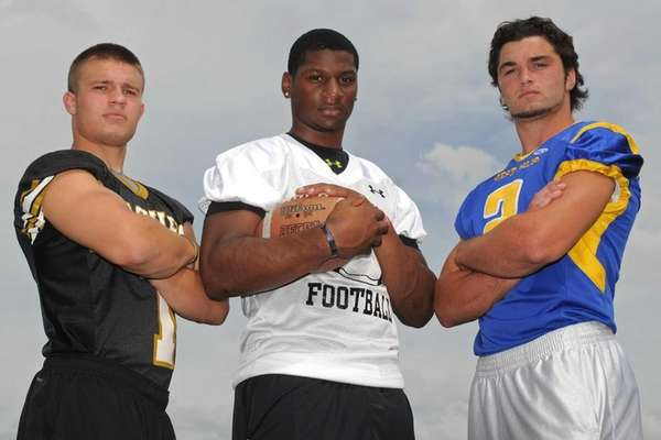 St. Anthony's running back Jordan Gowins, center, poses
