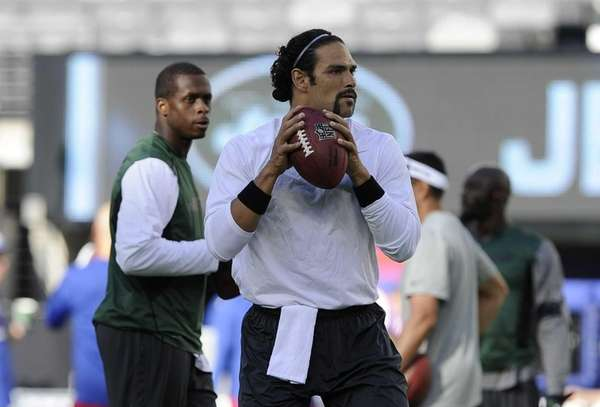 Jets quarterbacks Mark Sanchez #6 and Geno Smith