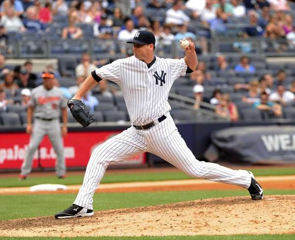 Shawn Kelley relieves Andy Pettitte in the seventh