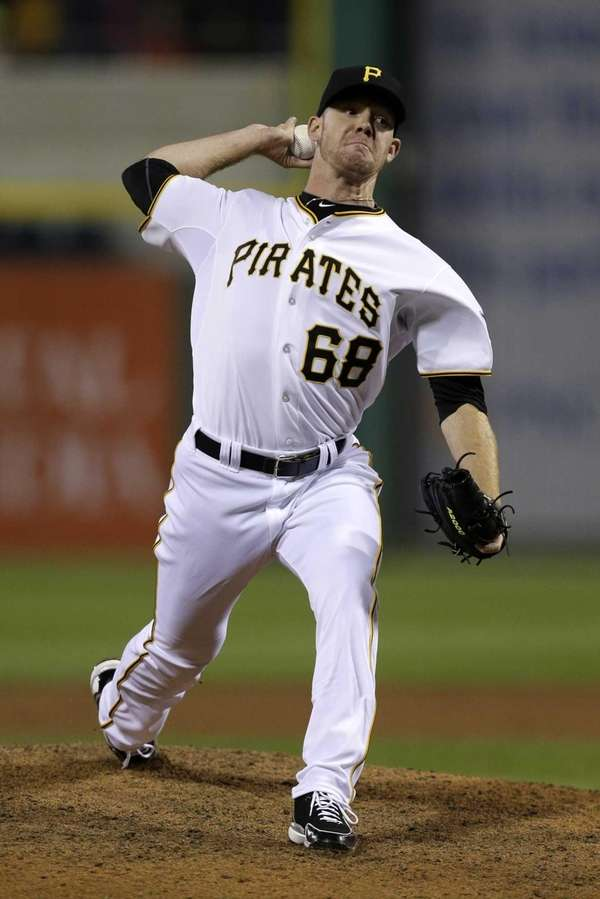 Pittsburgh Pirates relief pitcher Vic Black delivers during