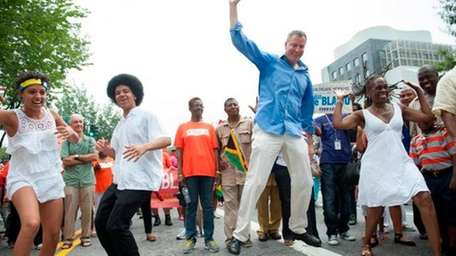 Bill de Blasio dances with his wife and