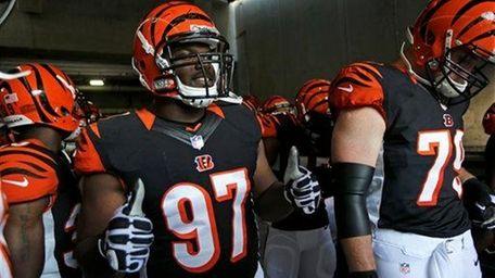 Cincinnati Bengals defensive tackle Geno Atkins (97) gives