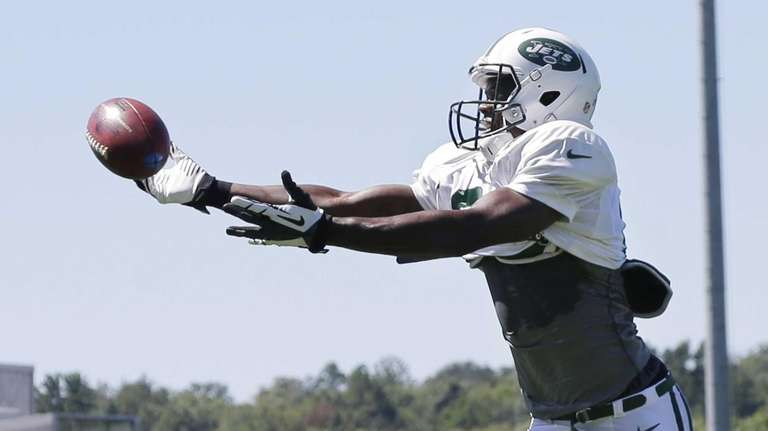 Jets wide receiver Stephen Hill reaches for a