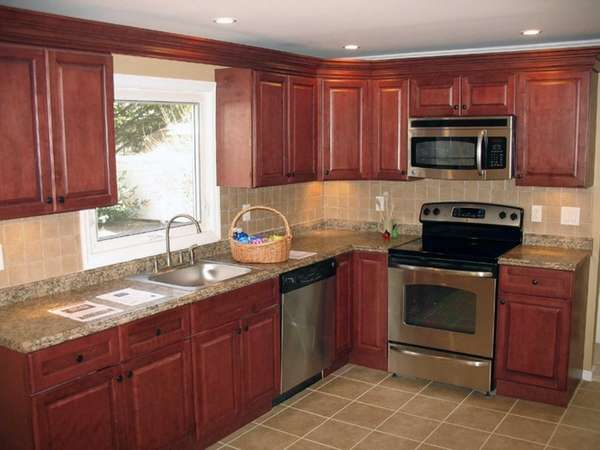 The eat-in kitchen in the Nesconset home listed
