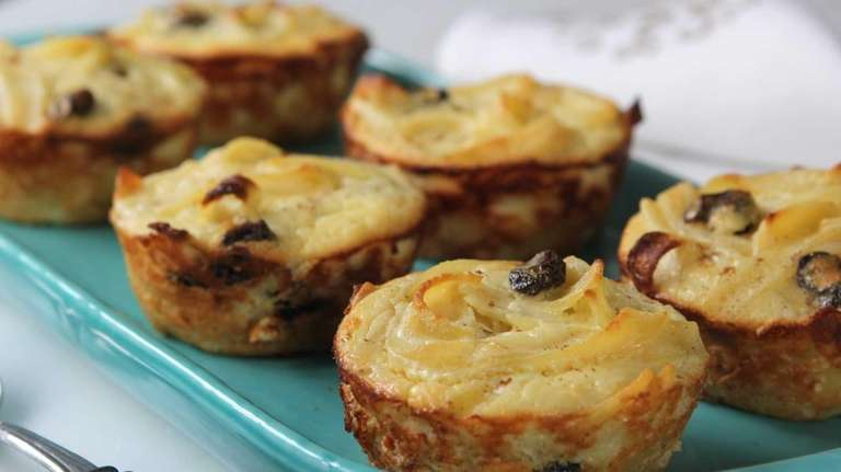 Use cottage cheese with pineapples for the kugel
