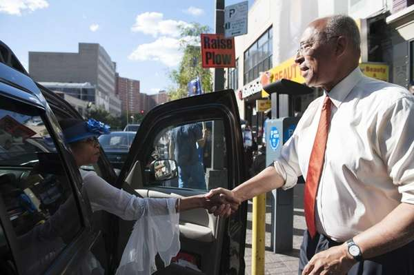 Democratic mayoral candidate Bill Thompson greats voters along