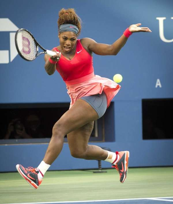 Serena Williams hits a running forehand against Li