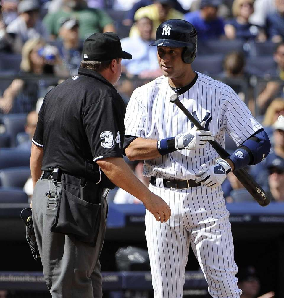 Yankees' Derek Jeter talks to the home plate