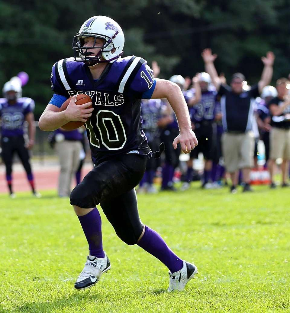 Port Jefferson RB Paul Cavanagh #10 runs in