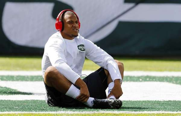 Dee Milliner warms up before a game against