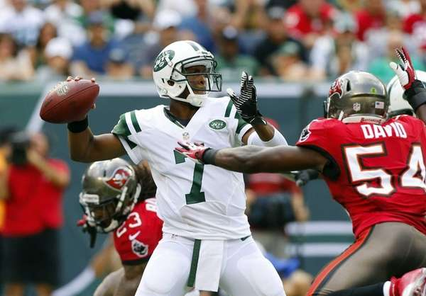 Geno Smith throws a pass in the first