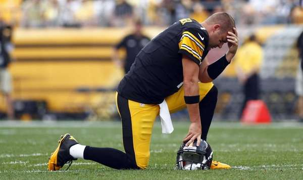 Pittsburgh Steelers quarterback Ben Roethlisberger reacts while teammate