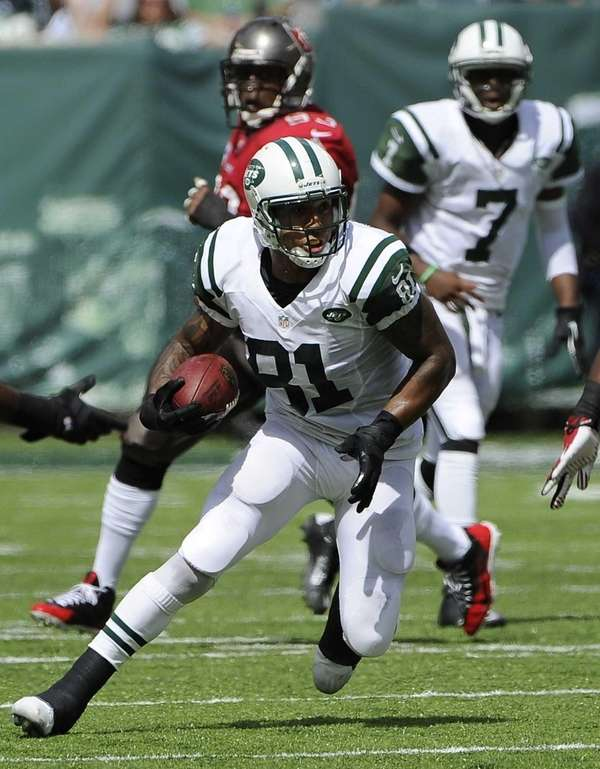 Kellen Winslow runs with the ball during the