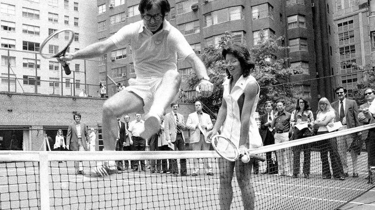 Wimbledon Champ Billie Jean King holds down the