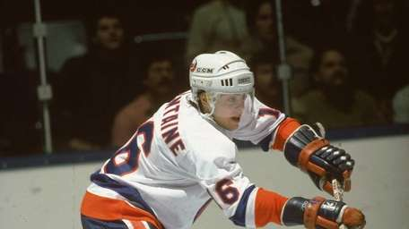 PAT LAFONTAINE, Center Islanders (1983-1991): 530 games, 287