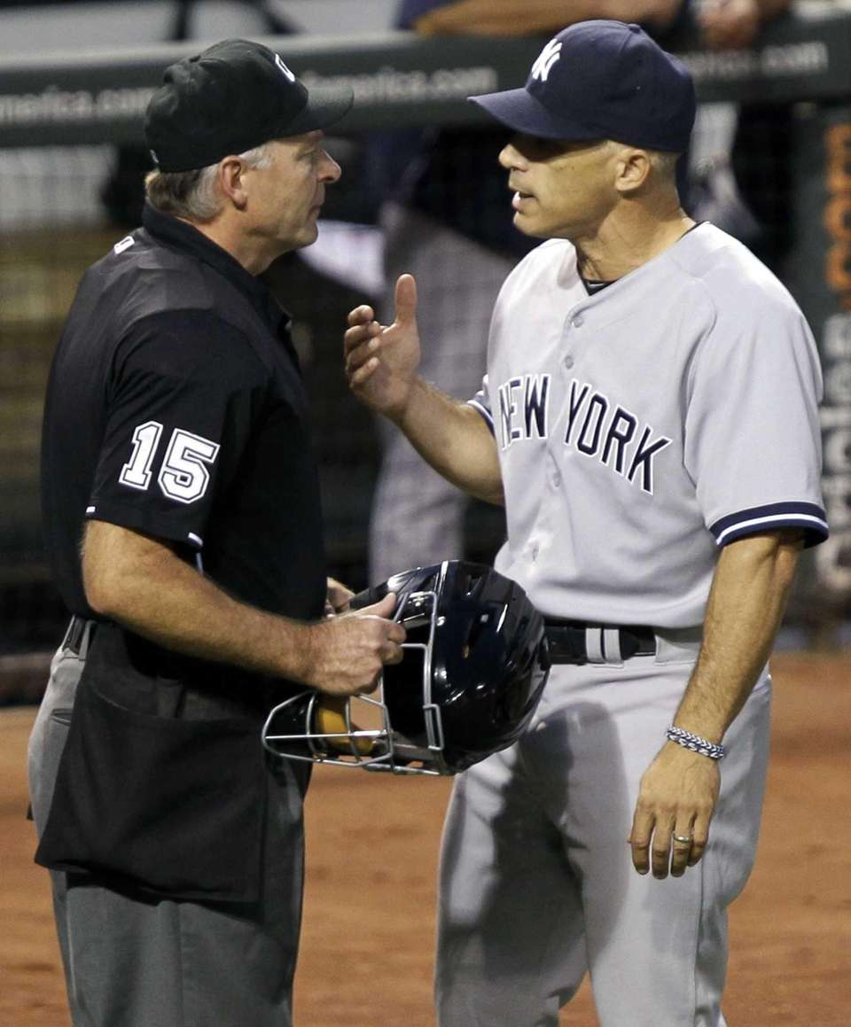 Joe Girardi, right, talks to first base umpire